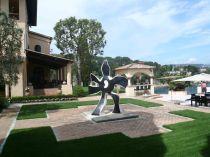 This villa's beautiful gardens